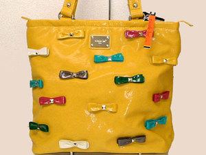 幸せを呼ぶ黄色いトートバッグ