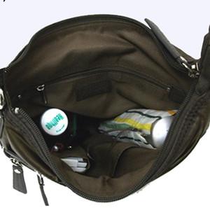 ナナメのポケットがアクセントのショルダー