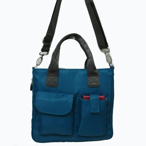 散策やショッピングにナイロン2Wayバッグ