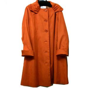 春を呼ぶオレンジ色のコート